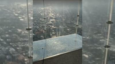 SkyDeck ledge of Willis Tower in Chicago cracks under visitors' feet