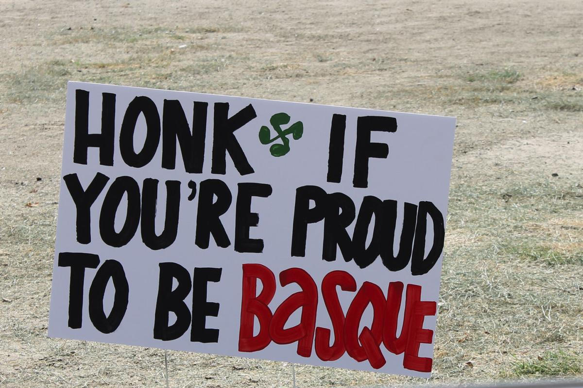 Honk Basque pic