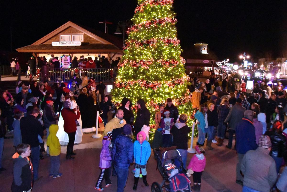 christmas parade 11 - Bakersfield Christmas Town