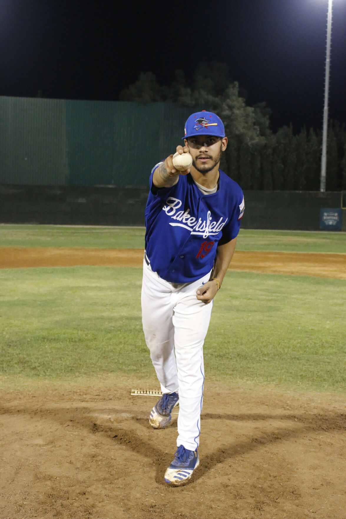 Stanley Vargas shows No Hitter pitching grip