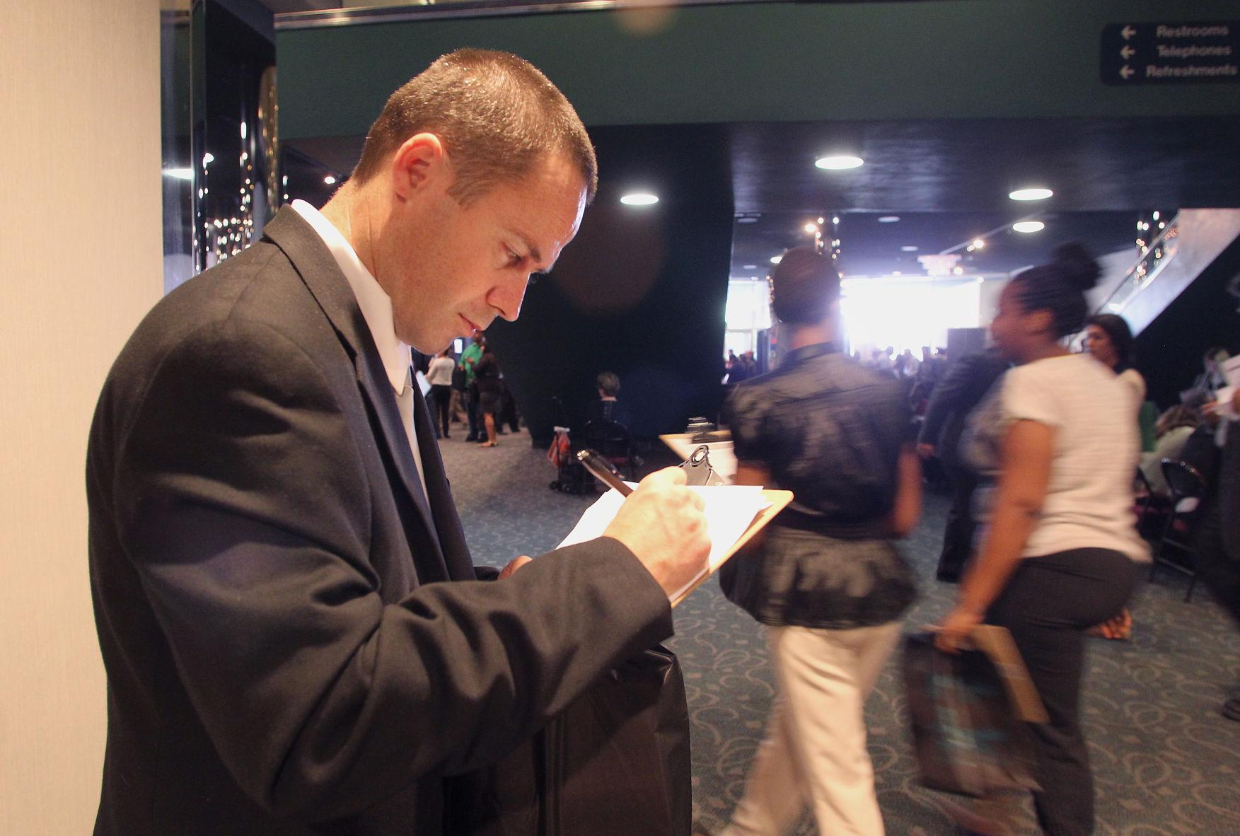 Job Fair Offers Hope To 2 500 Job Seekers News Bakersfield Com