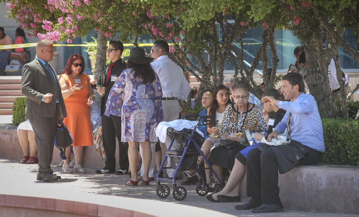 Jehovahs witnesses come to bakersfield by the tens of thousands jehovahs witnesses come to bakersfield by the tens of thousands spend cash news bakersfield izmirmasajfo
