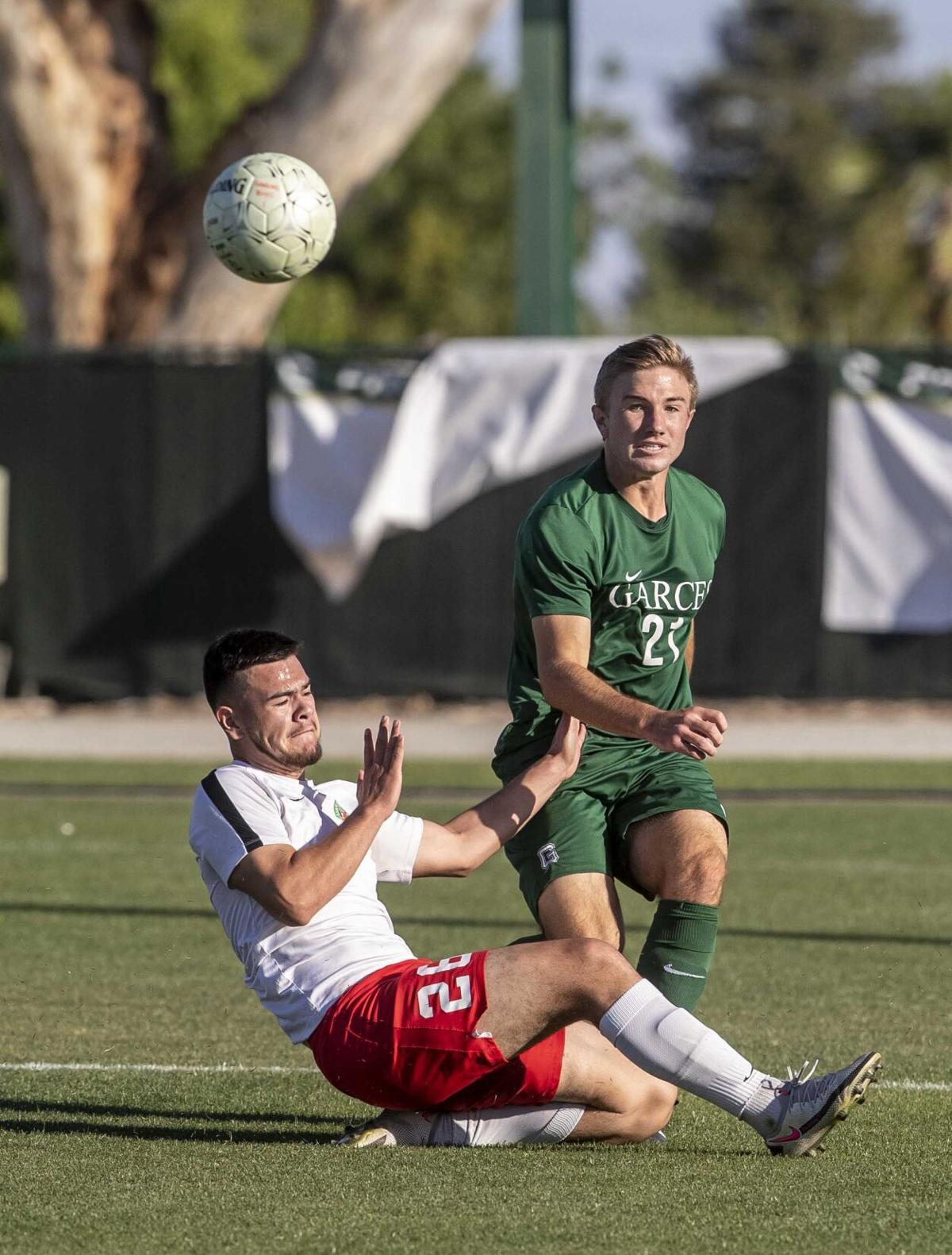 Lindsay vs Garces Boys Soccer05