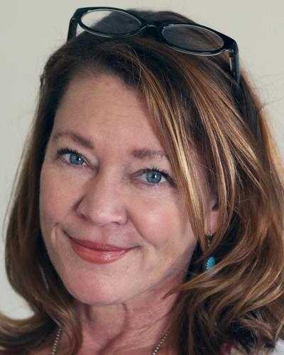 Lois Henry column sig