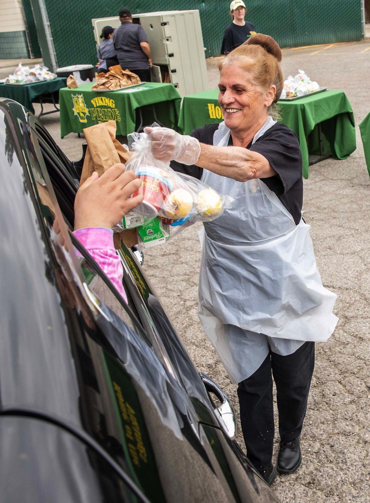Food Giveaway West High08.JPG