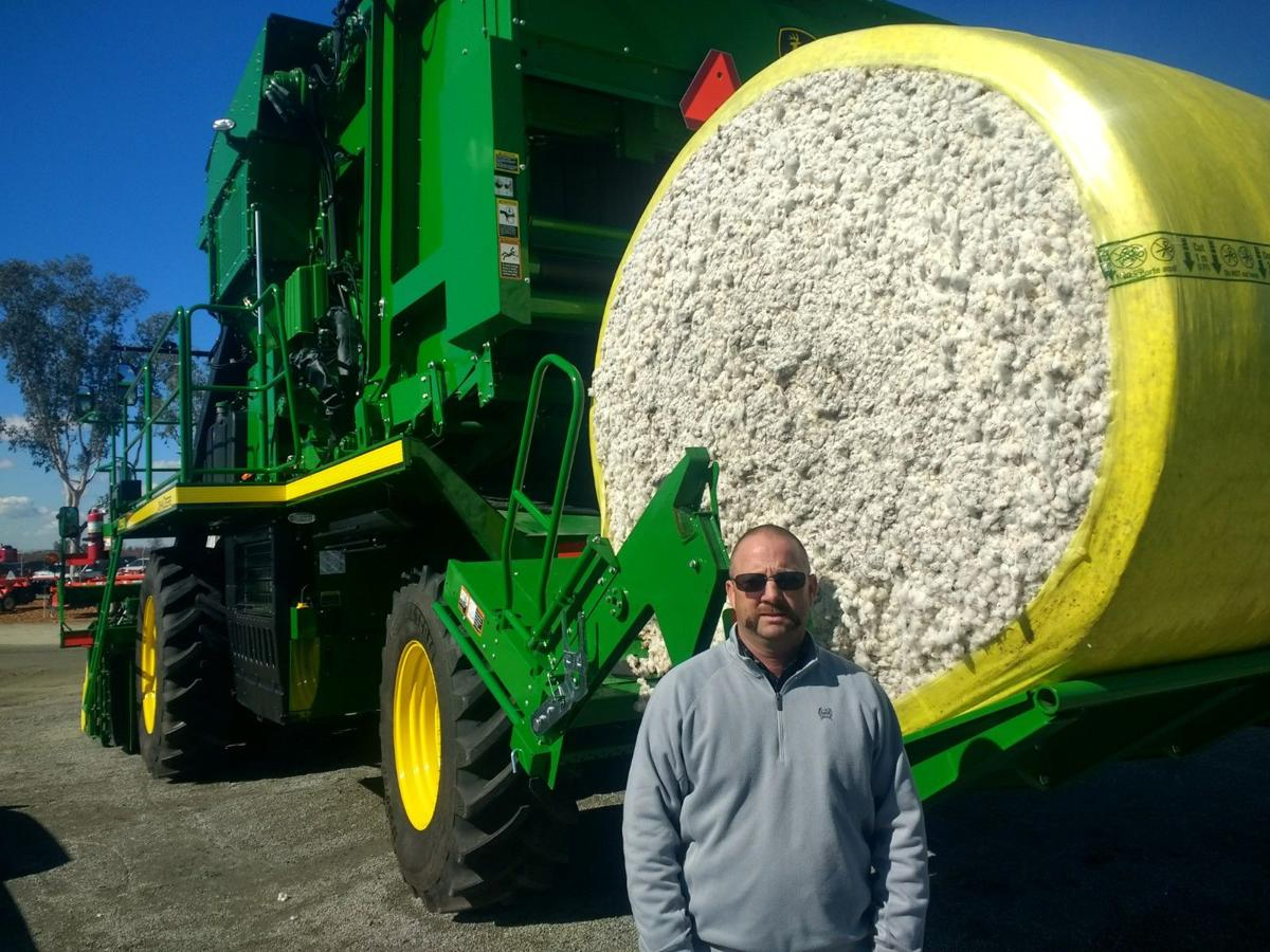 Deere cotton picker2