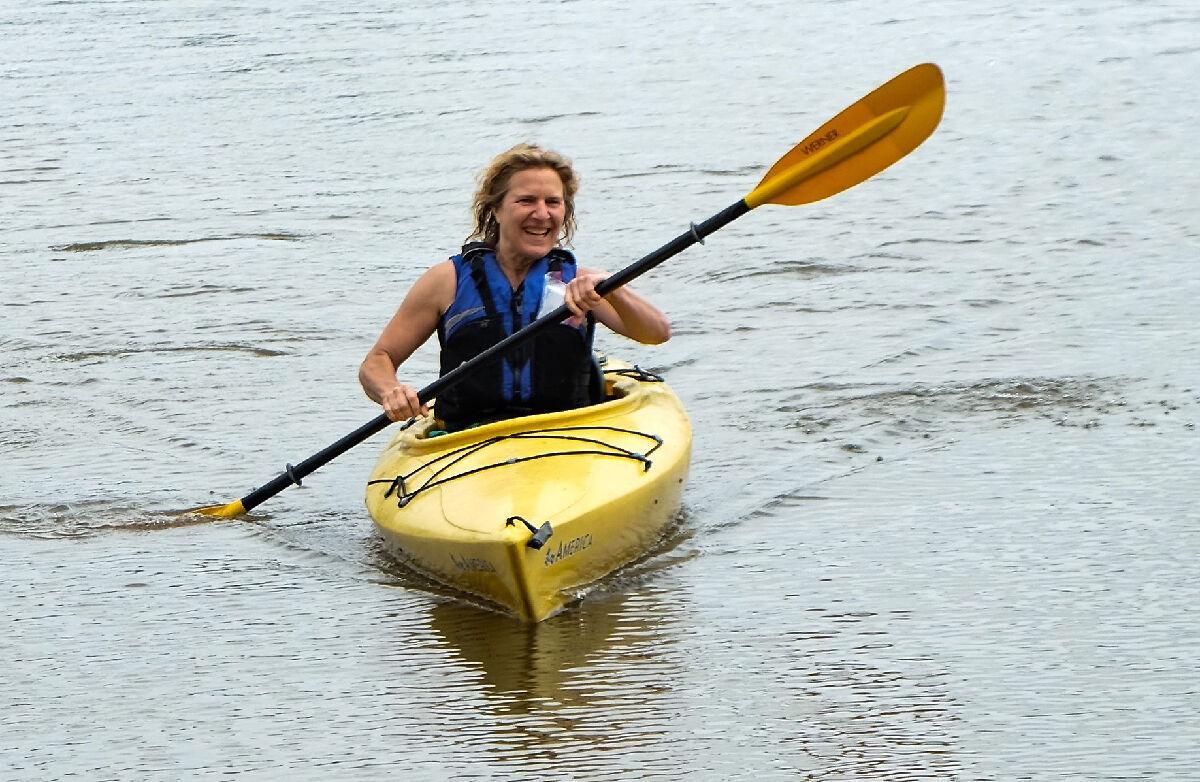 Maya van Rossum paddling