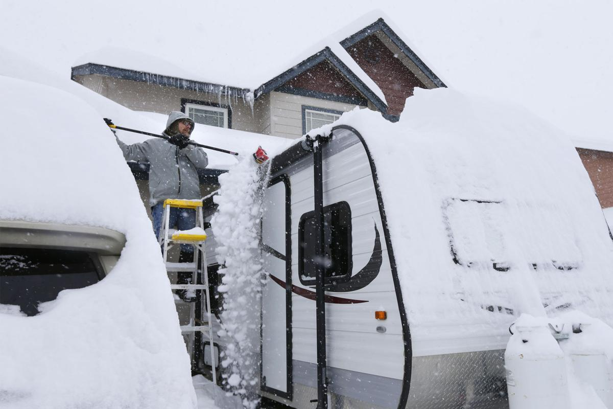 Record snowfall hammers Central Oregon