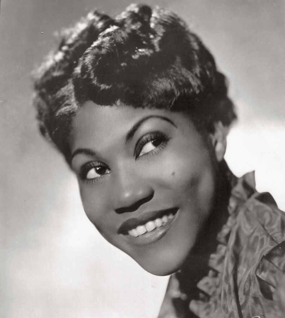 Sister_Rosetta_Tharpe_(1938_publicity_photo_-_headshot).jpeg
