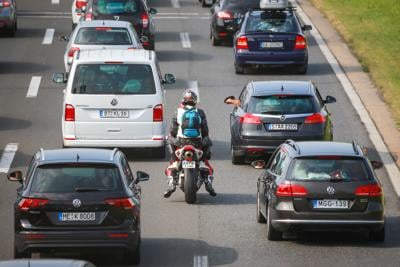 Motorcycle lane-splitting bill reignites a debate over concern for safety (copy)