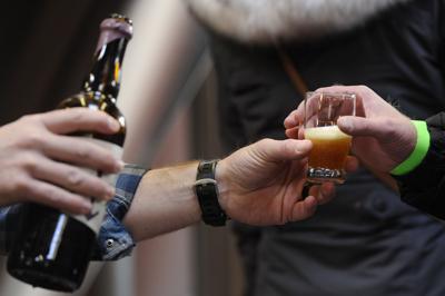 Beer lovers go behind the scenes at Zwickelmania (copy) (copy)