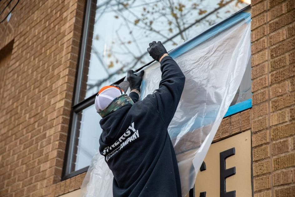 www.bendbulletin.com: Portland businesses are navigating wave of window smashing and burglaries with little help from city