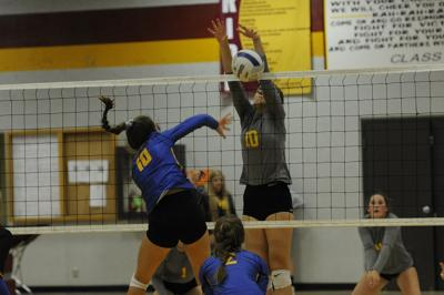 Crook County fends off upset-minded Redmond 3-0 in volleyball match at Redmond High School