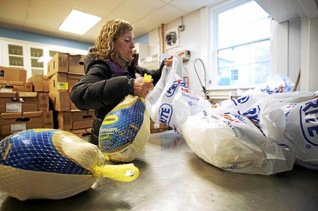 Hundreds brave the cold for Thanksgiving Angels program