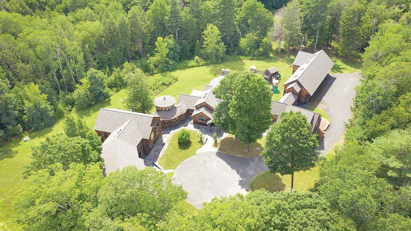 Does this Worthington home, owned by an alternative rocker, sing to you?