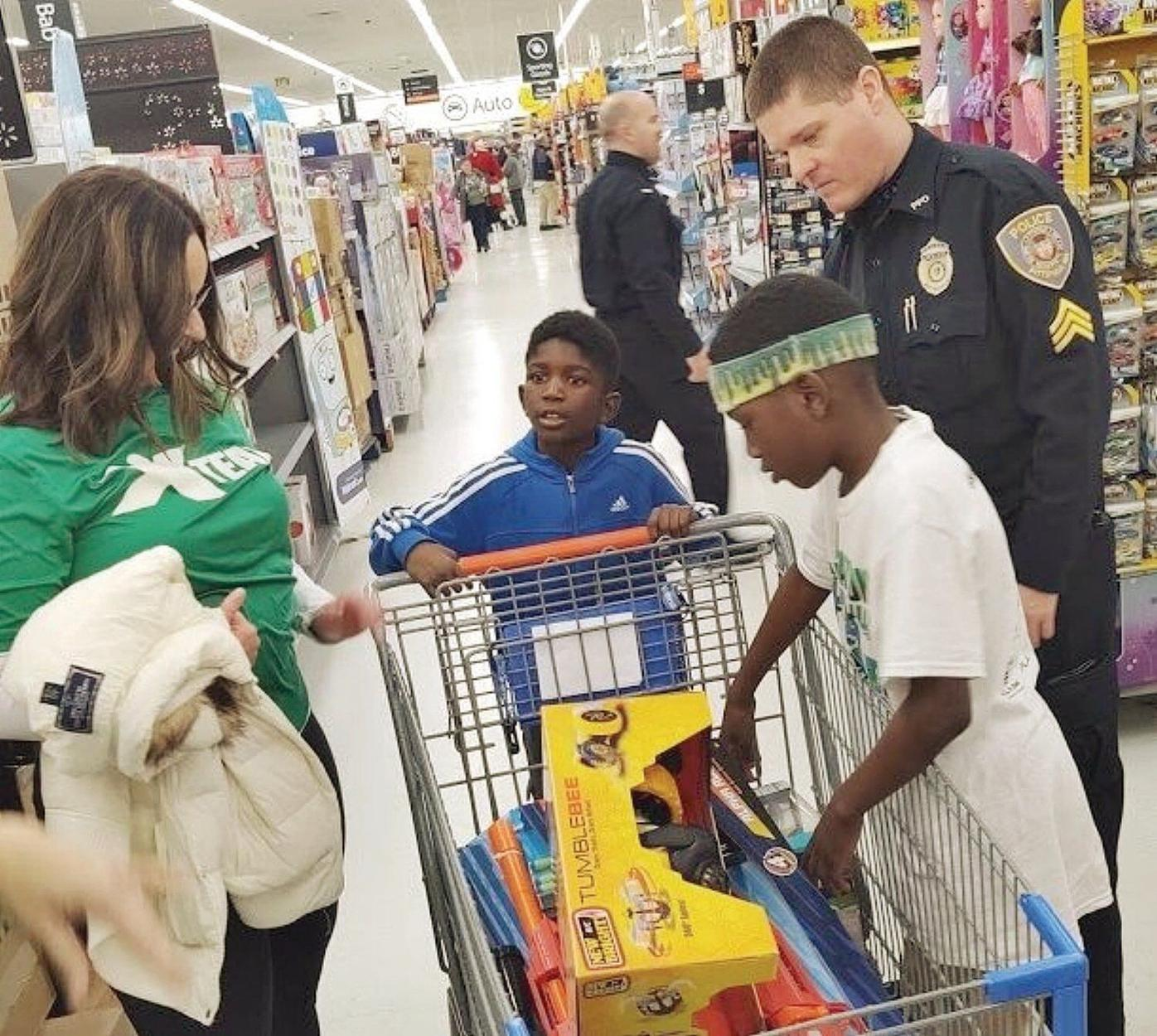 Children shop with cops in annual Pittsfield tradition