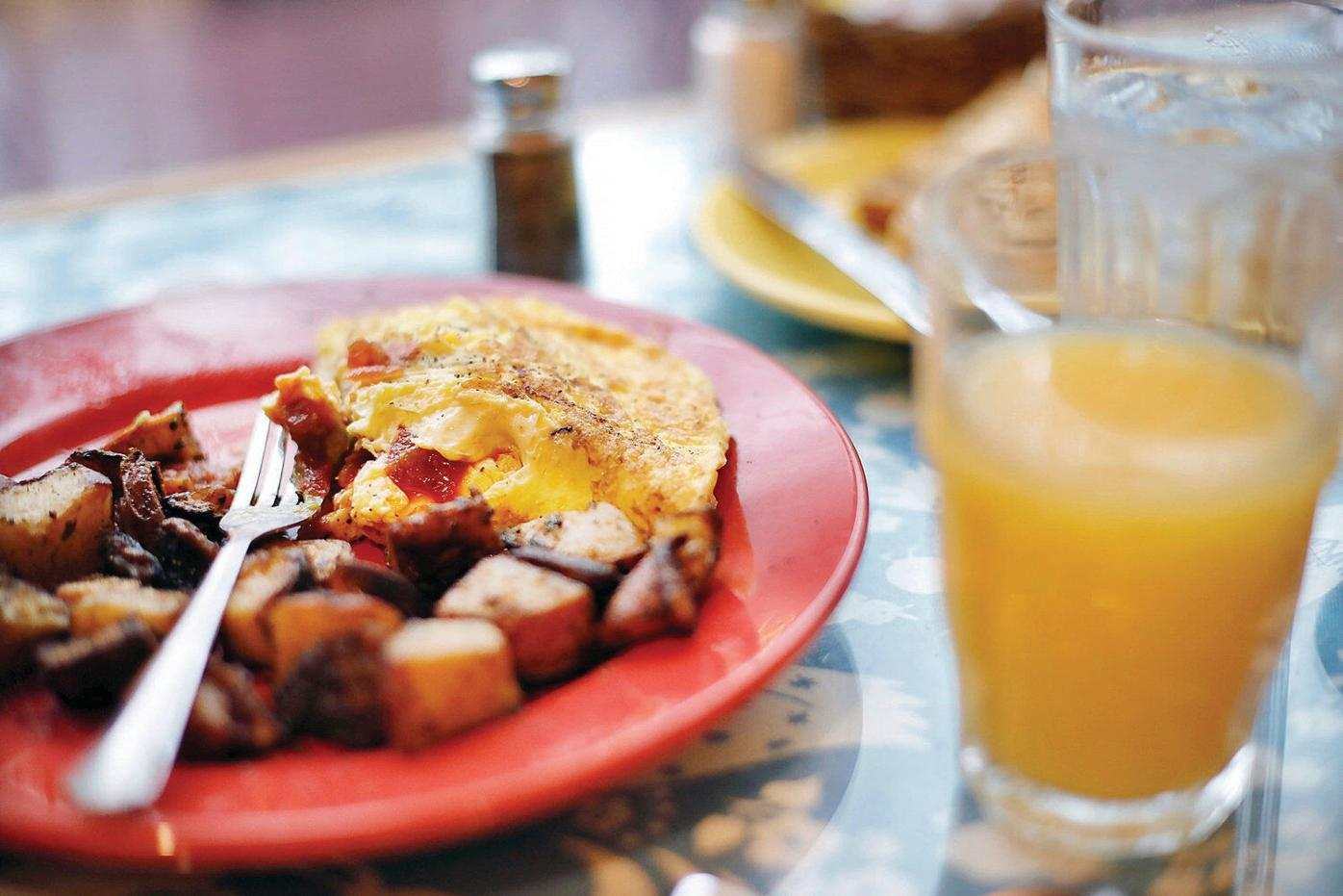 Breakfast with the Eagle: An afternoon omelette with a roaming musician