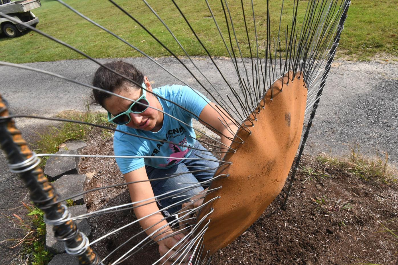 Radocchia installs a sculpture