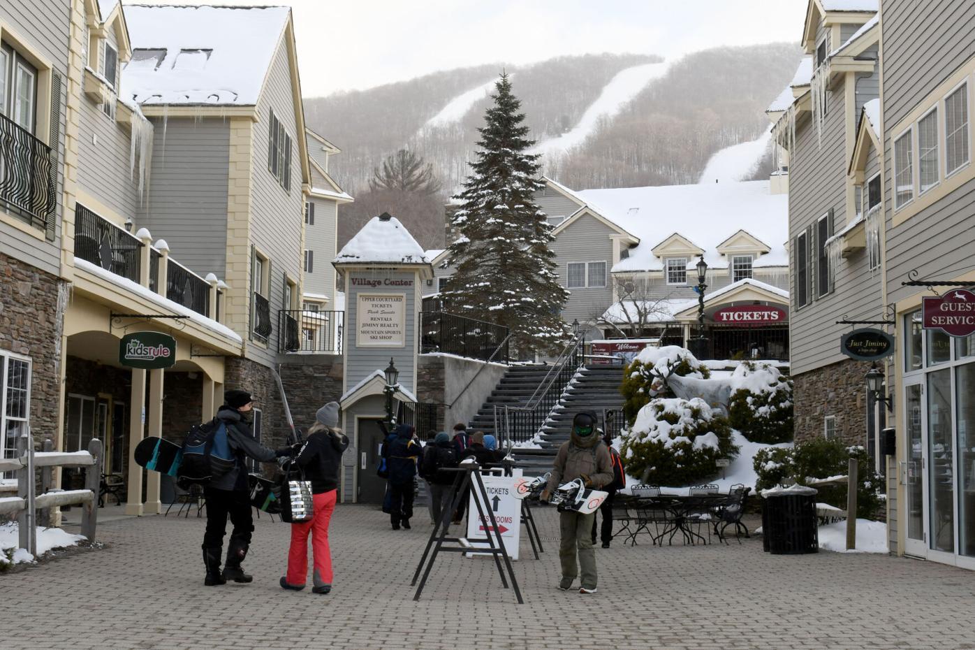Congressman Richard E. Neal tours Jiminy Peak Mountain Resort to tout Renewable Energy Investments