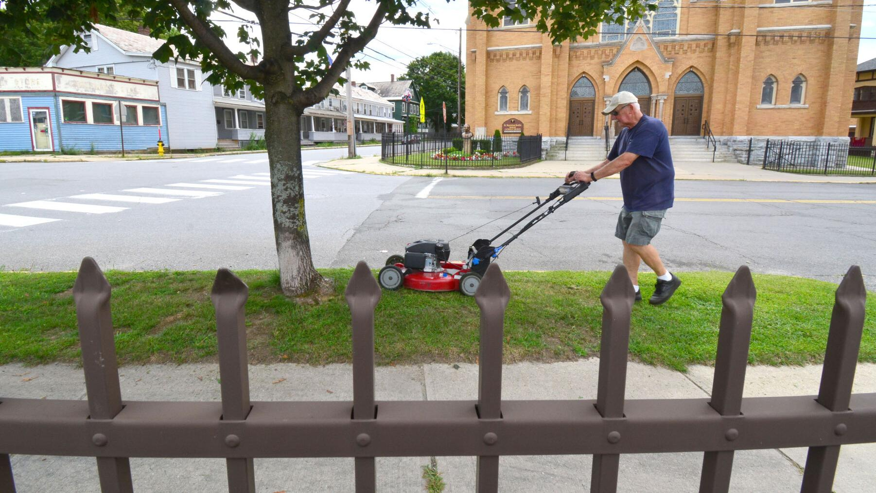 Ron Kujawski: Already itching to mow? You better measure your grass first ...