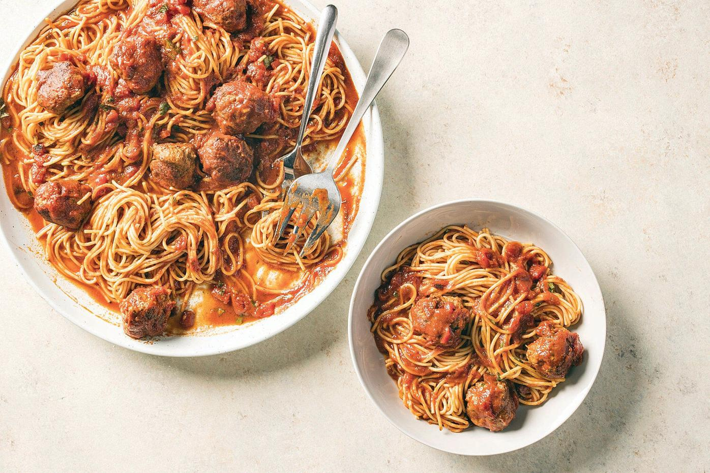 Classic meatballs in marinara - with no mess
