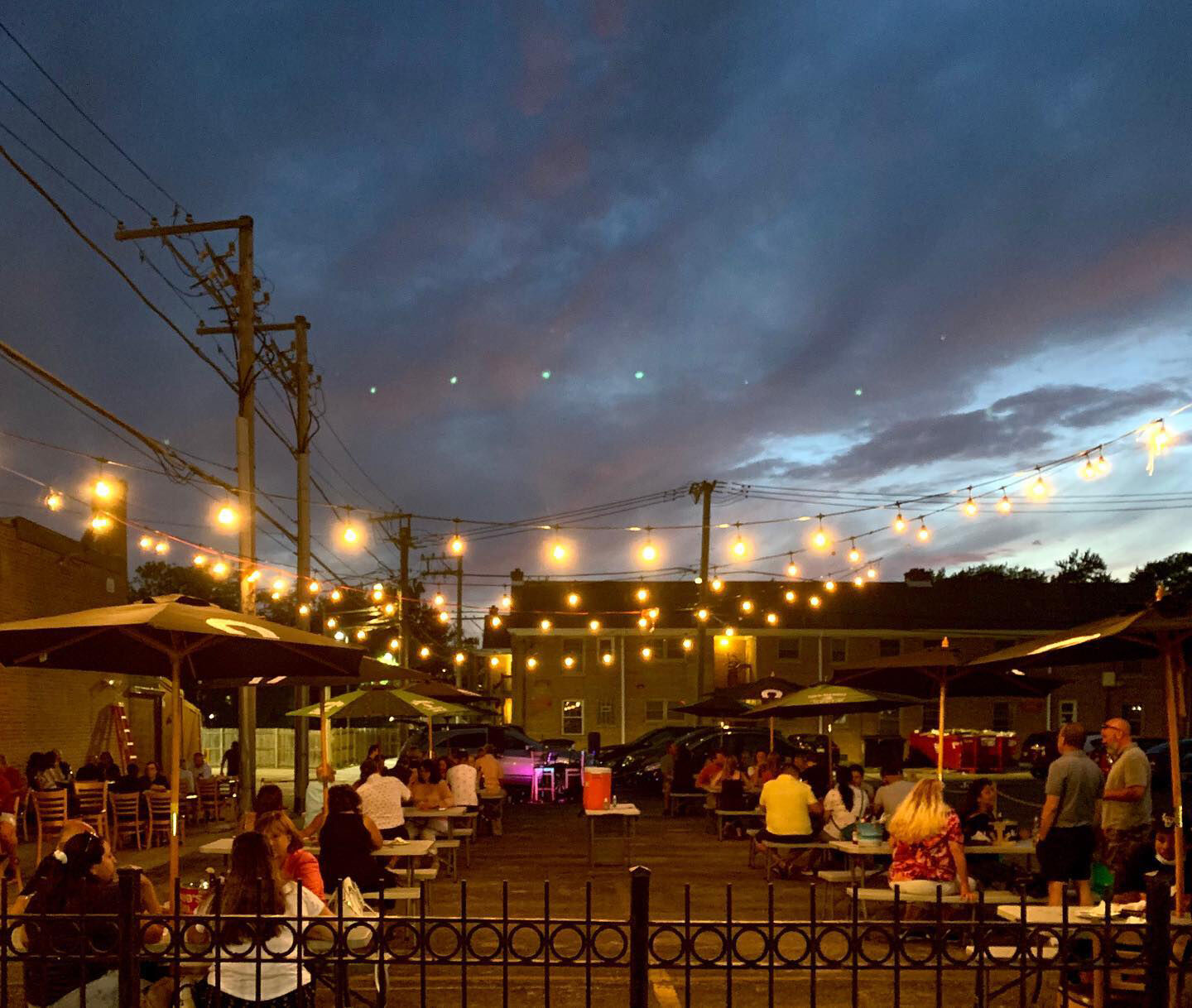 Outdoor Patios At Restaurants Bring Relief For Owners Diners News Beverlyreview Net