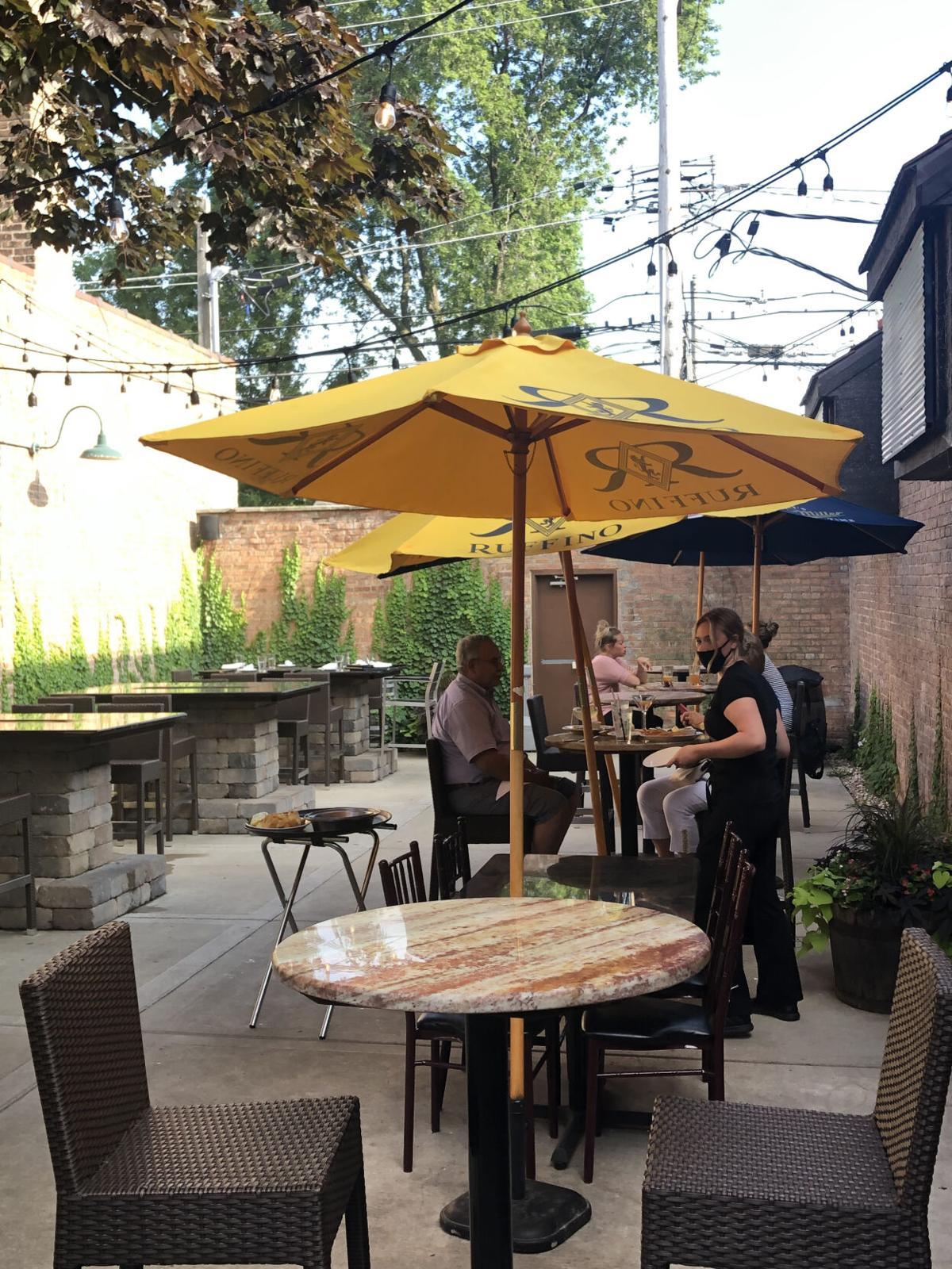 outdoor patio at Barraco's