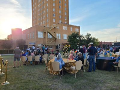 Hotel Settles 90th celebration