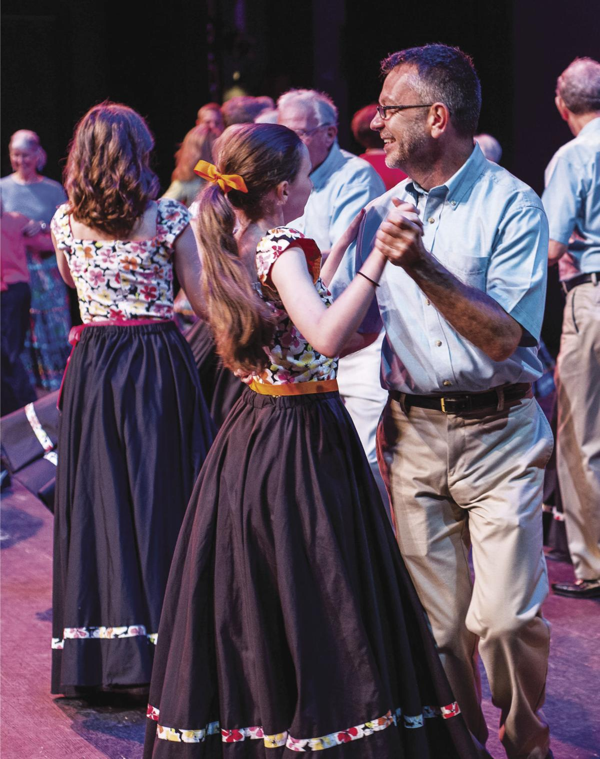 MDFF14_Cole-Mountain Cloggers-with-Folk-Heritage-Smooth-Dancers_Photo-Wendy-Olsen.jpg