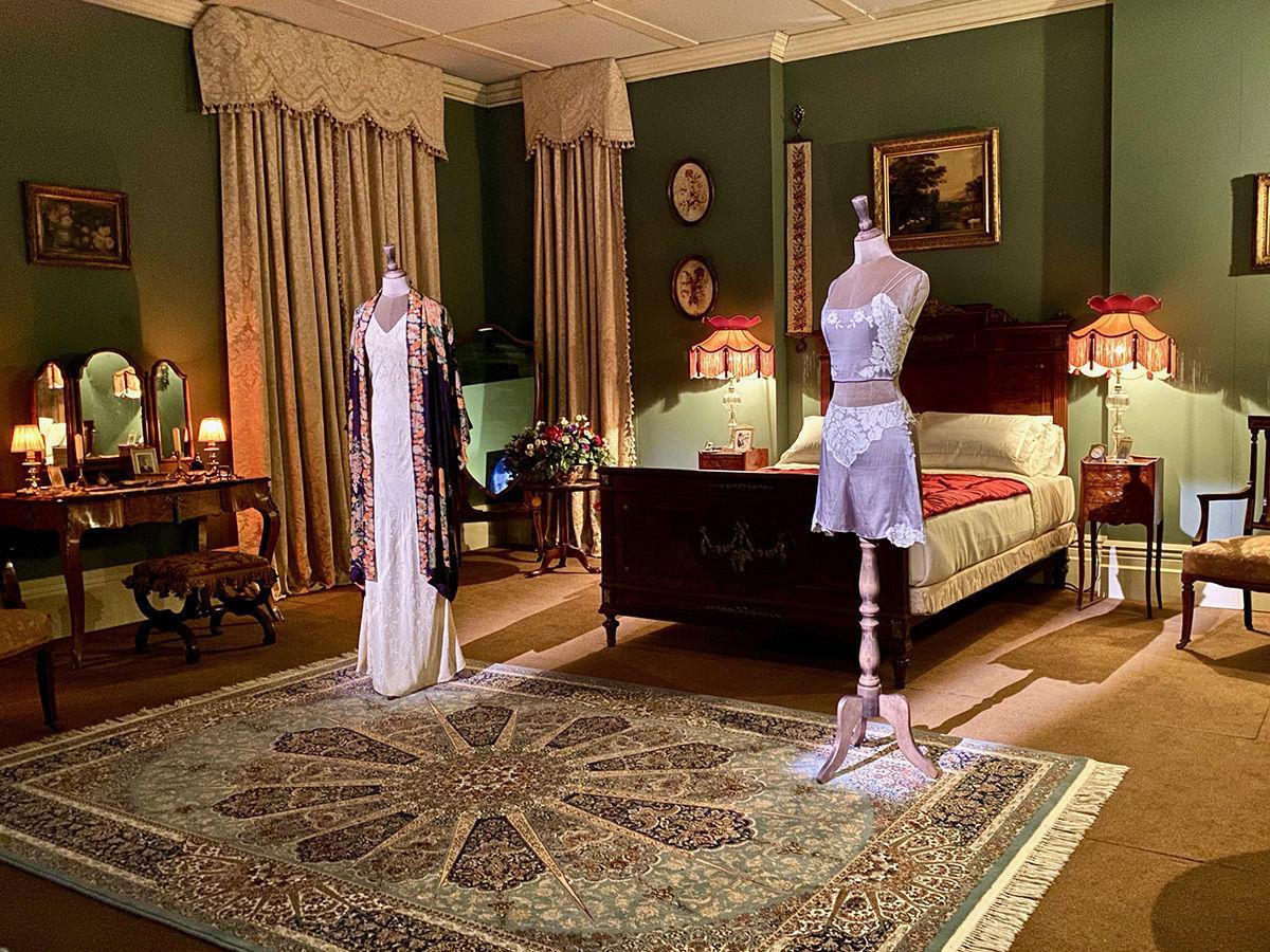 DA Lady Mary's bedroom