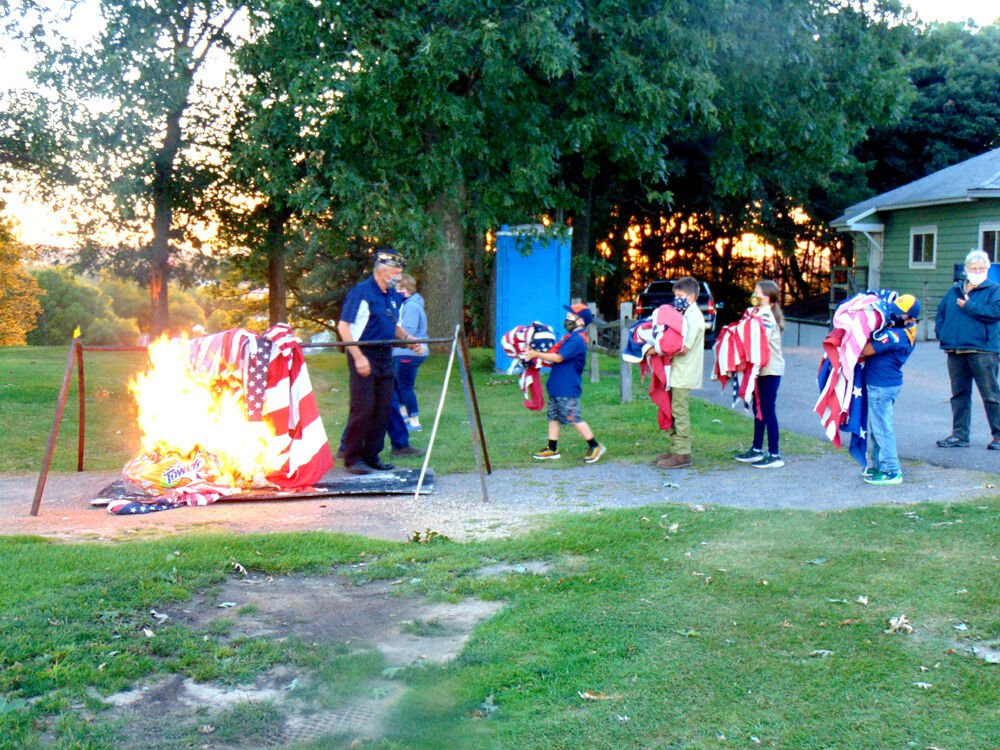 Flag_retirement_fire03634.jpeg