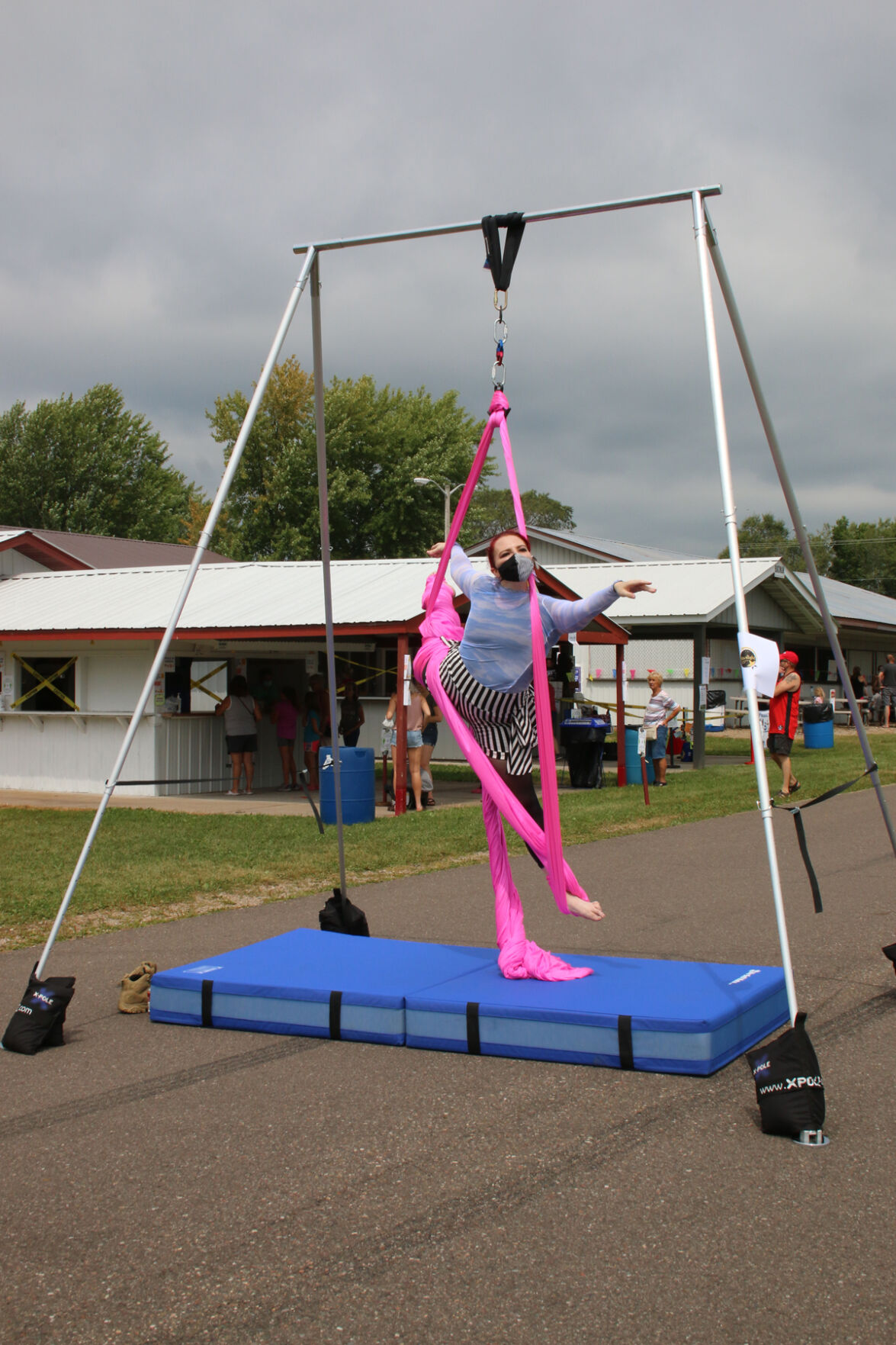 Starlight Aerials and Circus Gives Demonstration