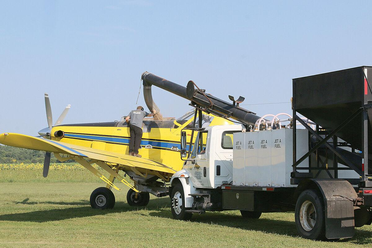 Airtractor_filling_6596WEB.jpg