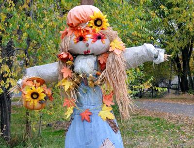 Scarecrows to decorate Monument in contest