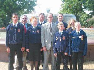 Walden meets FFA students in D.C.