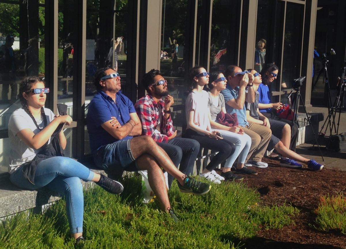 Crowds gather at Capitol to view eclipse