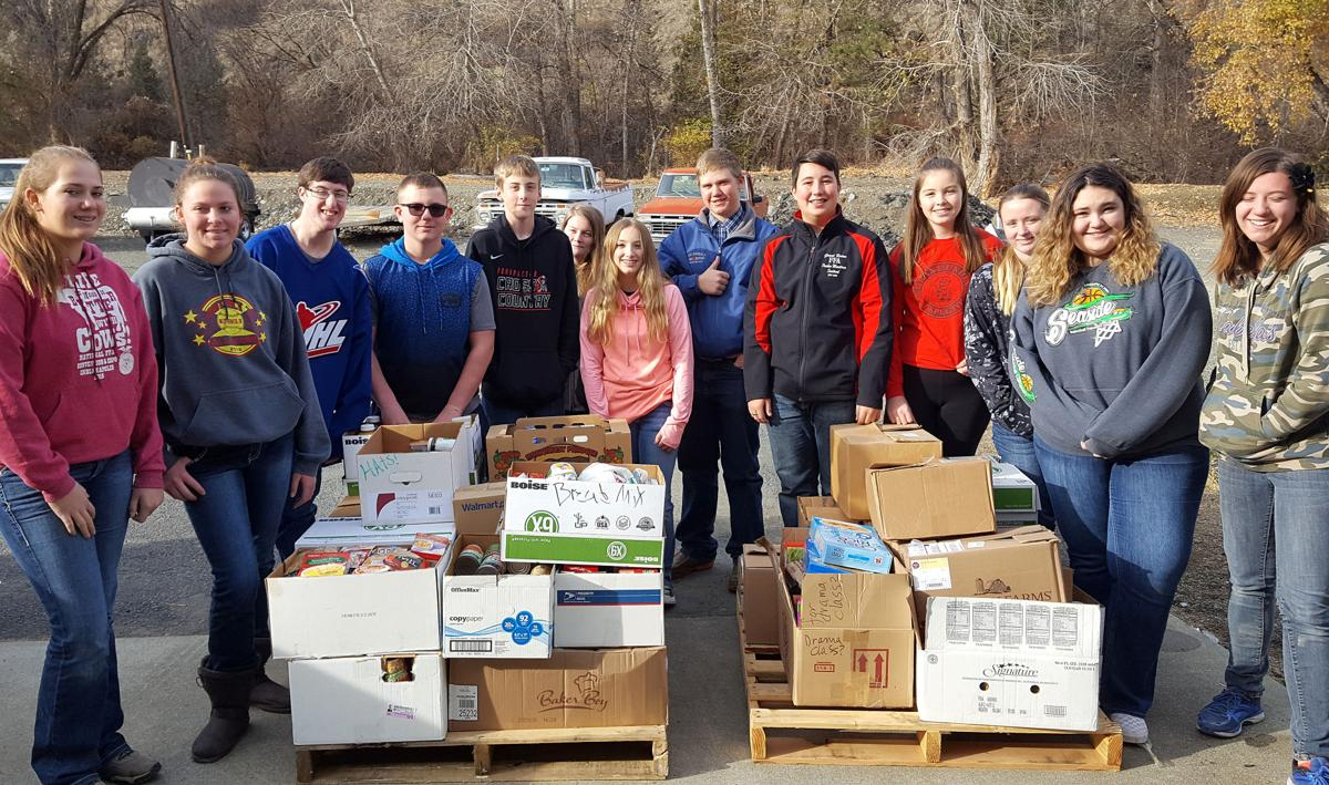 Grant Union FFA chapter members assist food bank | Life
