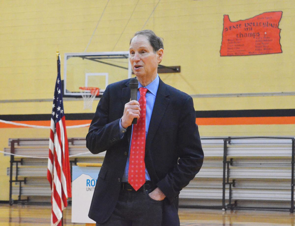 Wyden holds town hall in Prairie City