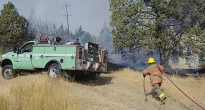 Firefighters extinguish blaze in John Day
