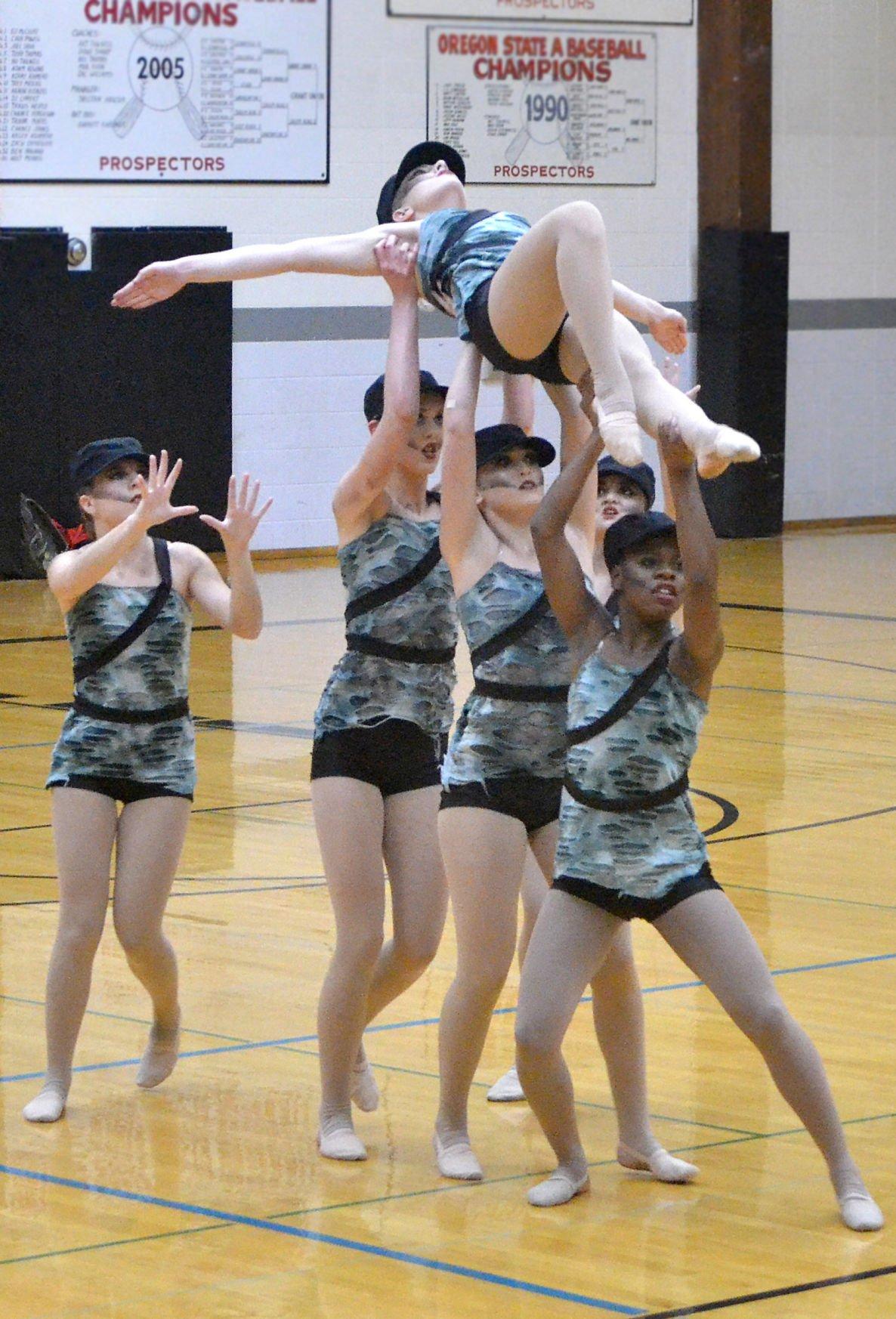 Dancers give 'Golden' performance