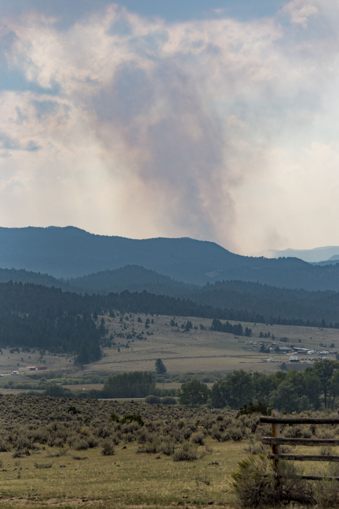 210915 PHOTO Haystack Fire plume JOSH - 1