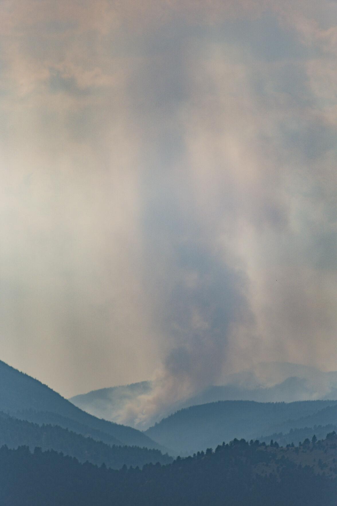 210915 PHOTO Haystack Fire plume JOSH - 2