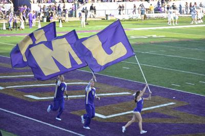 JMU cheerleaders