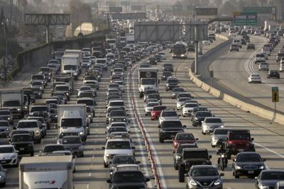 US-NEWS-ENV-ELECTRIC-CARS-LA