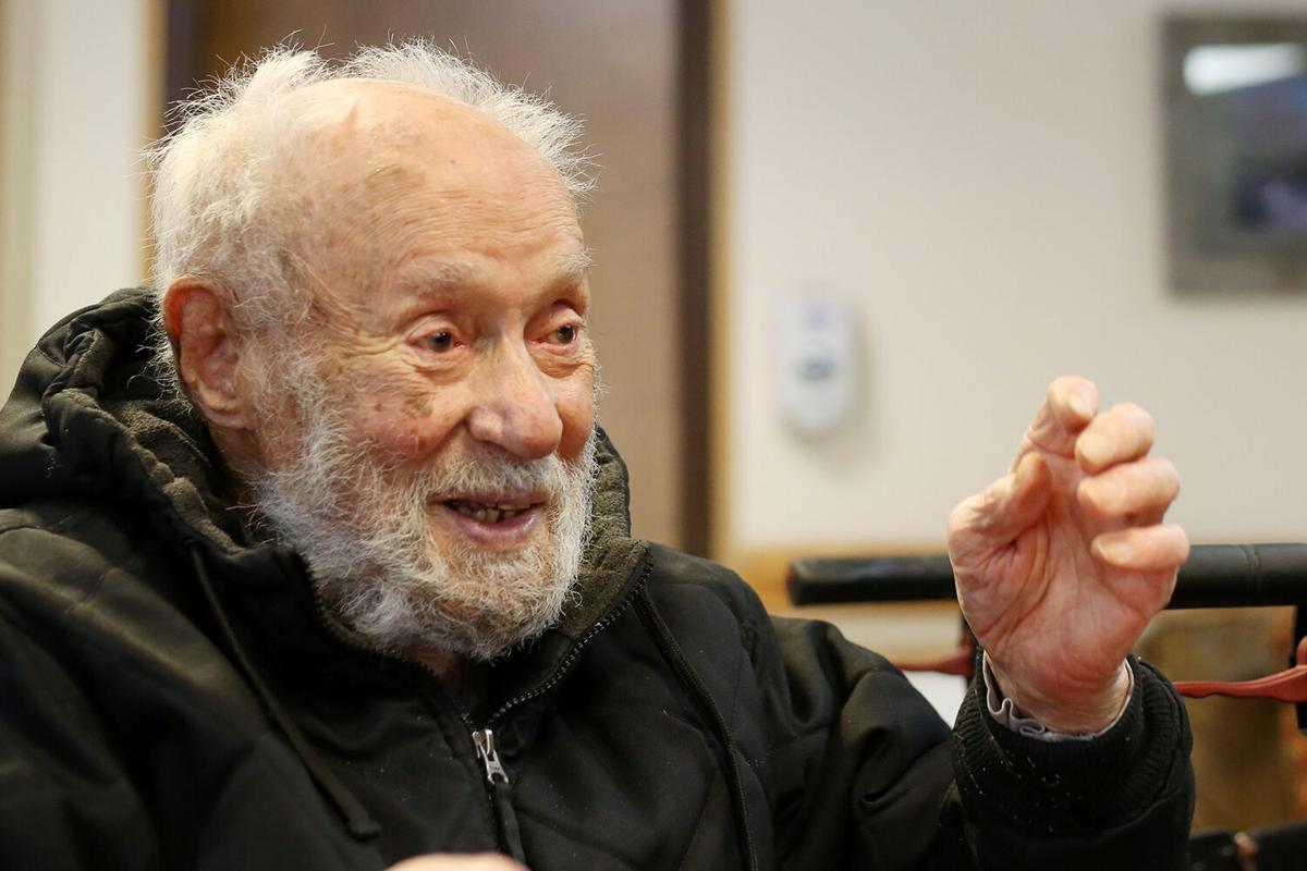 Evelino Cruz reflects on a century of life and all the changes