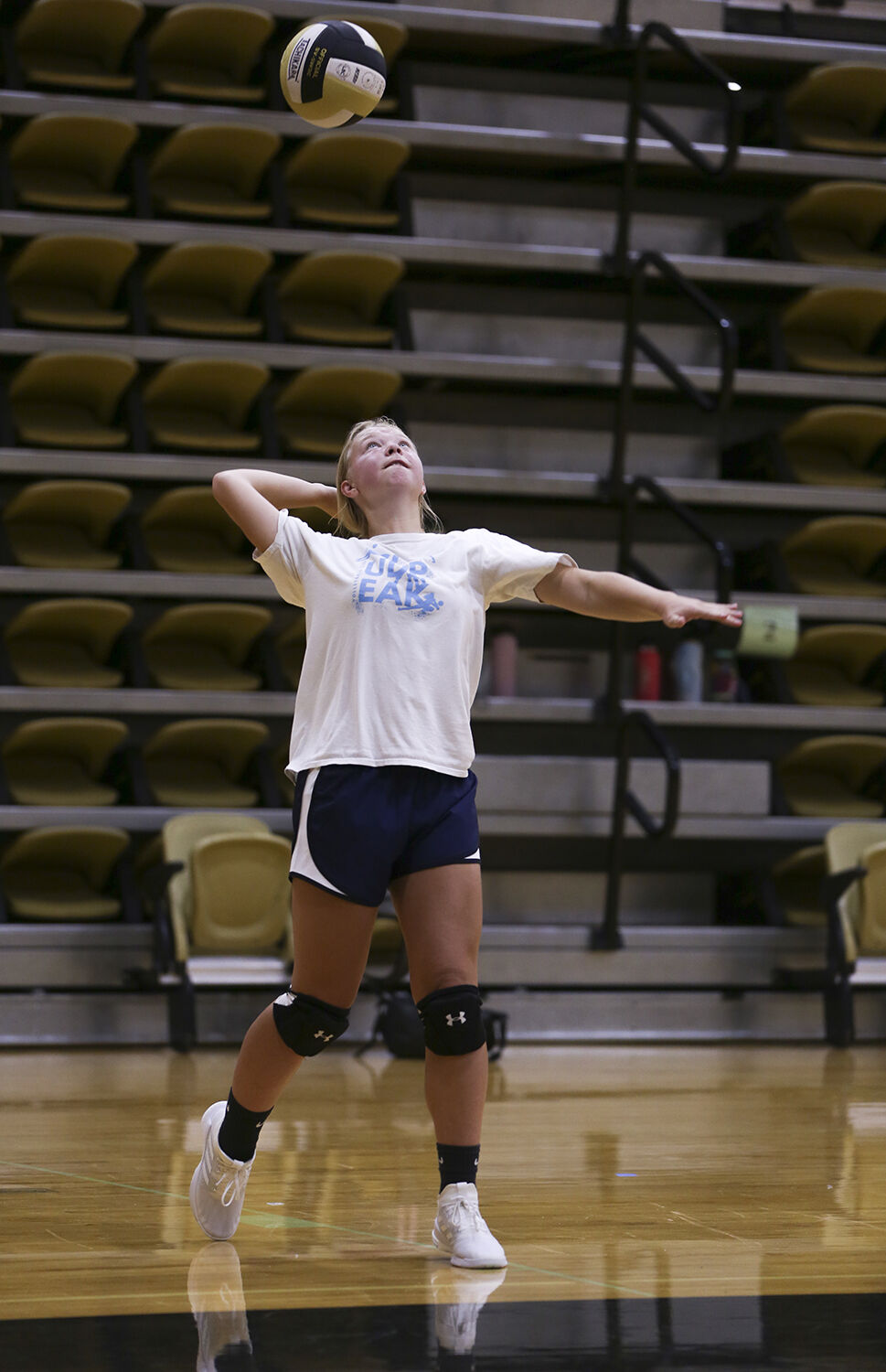 Molly Andrews waits for the ball before serving during a scrimmage