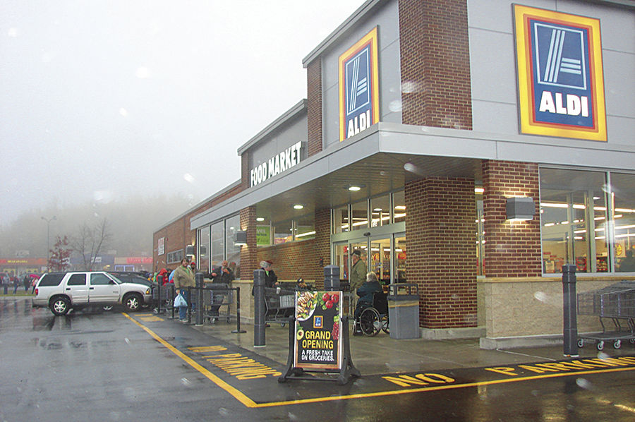 Large crowd greets Duluth Aldi