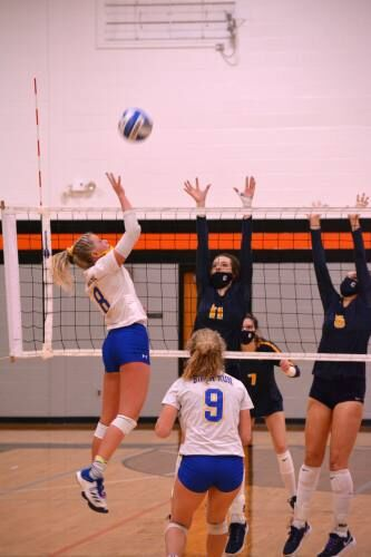 Cadillac, Mesick prep for volleyball Final Four