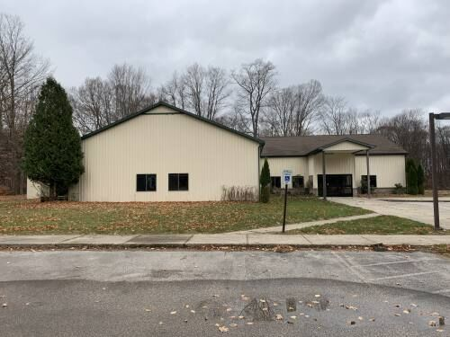 Organizer of proposed Cadillac youth center receives donation of 10,000-square-foot building in Hart