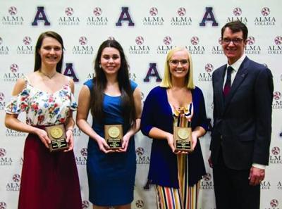 Holly Zuiderveen receives Outstanding Senior Award